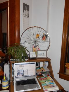 An old bike wheel as a paper organizer! Upcycle your bicycle!