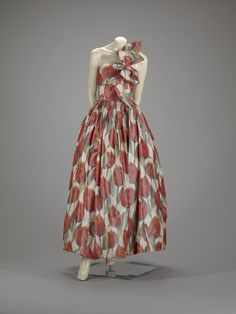"""Norman Norell (American, 1900-1972), """"Ball gown,"""" 1958; Indianapolis Museum of Art, Mr. and Mrs. William B. Ansted Jr. Art Fund, 2004.77; © Norman Norell"""