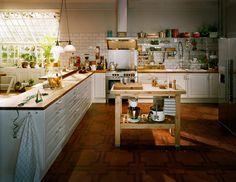 big ole' kitchen.