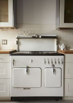 vintage white scandinavia kitchen~ so vintage. Would actually look cute in my vintage farm kitchen dream world :)