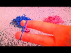 How to make a fishtail rubber band bracelet without the loom! - http://videos.silverjewelry.be/bracelets/how-to-make-a-fishtail-rubber-band-bracelet-without-the-loom/