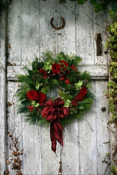 Christmas wreath on barn door. Great for indoors or out - and I love the horseshoe and hardware on this door, too!