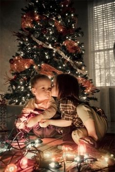 2013 Christmas kids photo, Creative picture idea of Christmas, a girl is kissing a boy under Christmas tree photo for 2013 Christmas