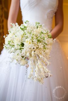 Crystal strand give a glamorous edge to your wedding bouquet