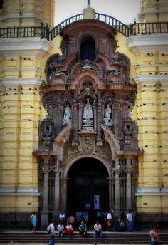 I love this church in Lima... Periodically the birds begin to circle the entire courtyard, which is one of the most terrifying yet amazing things that I have seen.. I love the way that they all know that it is time to land at the same time