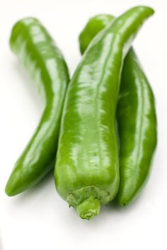 Fresh New Mexico green chile pods