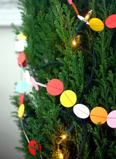 Pinjacolada: colourful Christmas DIY garland