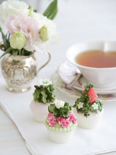 mini cupcakes with vanilla buttercream