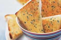 Chunky parmesan toasts. Cook in the airfryer for 3 to 4 minutes at 200 deg.