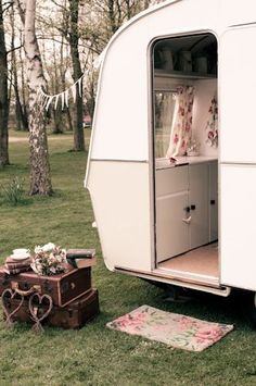 old campers, camping, restor, caravan garden vintage, vintage caravans, travel trailers, trailersdream car, vintag camper, vintage campers