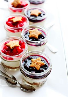 No-Bake Berry Cheesecake Parfaits // Fourth of July Recipes
