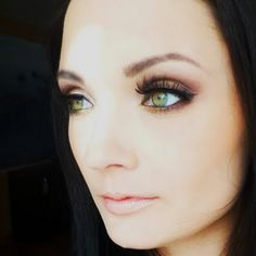 Super Easy Brown Smokey Eye by Izabella M. Watch the full video tutorial and DIY!
