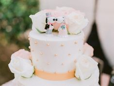 Snoopy love!       #weddingcake #weddingideas #caketopper #weddingreception #snoopycake #weddingdetails #congrats #cake #cakestagram #weddingcaketopper #Genevieve&Snoopyforever #smpweddings #sanfranciscoweddingphotographer