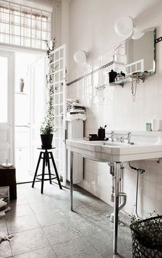 FleaingFrance.....light filled bath via stylist Daniella Witte