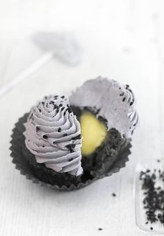 Black Sesame Cupcakes with Lemon Curd