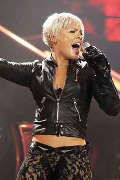P!nk - I want to go to her concert!