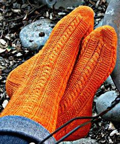 Knitty Paper Moon socks
