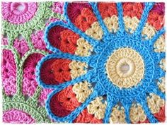 Free Crochet Pattern: Flower Grytelapp Potholder by Synnove Olava.  This is a Norwegian-language blog, but has an excellent photo-tutorial.