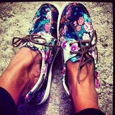 Floral Sperry's! These are my obsession! #shoes #flats #sperrys