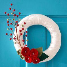 White Yarn Christmas Wreath - 23 Great DIY Christmas Wreath Ideas
