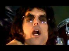 ▶ Queen - 'We Will Rock You' - YouTube