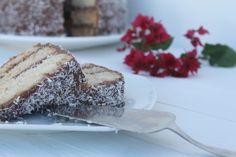 Bizcocho relleno de chocolate y coco