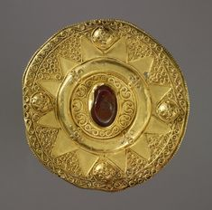Composite disc brooch; gold; upper gold sheet casing with filigree ornament.     Lombardic 7thC(early). | © Trustees of the British Museum