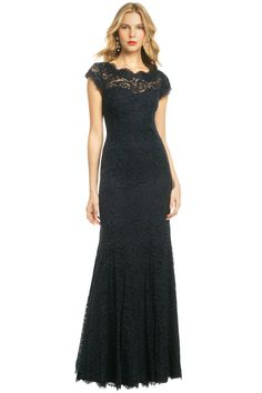 ML Monique Lhuillier Glamorous in Lace Gown $80 rental