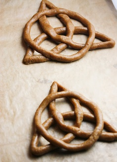 birthday parti, celtic knots, knot cooki, food, knot pretzel, cookies, graham cooki, cookie recipes, brave party