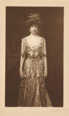 Gertrude Vanderbilt Whitney (ca. 1890) Consuelo Vanderbilt's first cousin, the daughter of Mr. & Mrs. Cornelius Vanderbilt II..