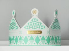 Cards that fold into paper crowns #card