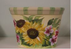 one stroke painting design patterns | Sunflowers are a colorful design for Joyce's decorative painting.