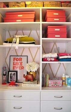 Girl's room closet organization