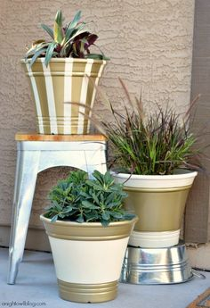 It's amazing how a bit of gold spray paint dressed up these planters. You can create this glam look, too, to give your curb appeal a boost or freshen up the look of your back deck. Click through to see the paint tutorial by Kimberly Sneed of A Night Owl. || @anightowlblog