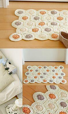 Hexagon bath rug. (Free pattern at http://gosyo.shop.multilingualcart.com/free1.php)