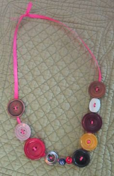 Fun, inexpensive kid craft: button necklaces - Notes from the Melody Maker