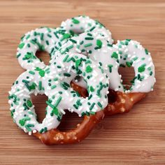 St. Patricks Day chocolate covered pretzels