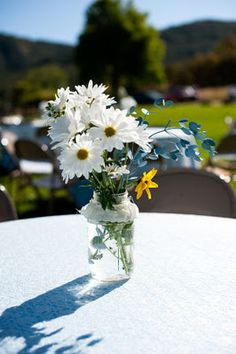 I want to have a simple outdoor reception and have this simple little flower setup on the tables