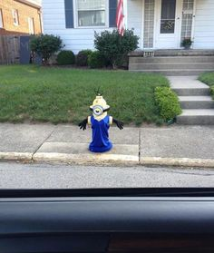 Was driving around town today and stumbled across a Minion - Imgur