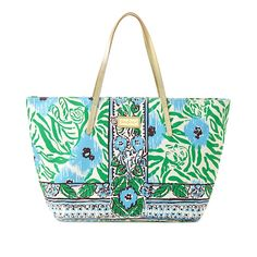 Lilly Pulitzer Resort Tote in Ikatty Engineered