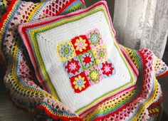 lovely for the garden bench, if we ever get a summer .....Granny Square Inspiration {hopscotch lane}
