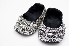 baby shoe tutorial - these are too cute, I have to try to make these!