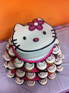 Torta Hello kitty con cupcakes