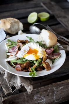 Warm salad with mushrooms and goat cheese