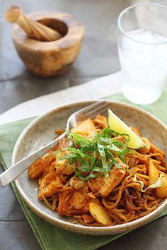 Malaysian Fried Noodles (Mee Goreng) Recipe | rasamalaysia.com