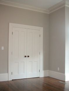 benjamin moore | early morning mist - This is a great neutral color.