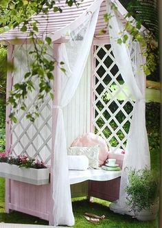 lovely and peaceful outdoor oasis