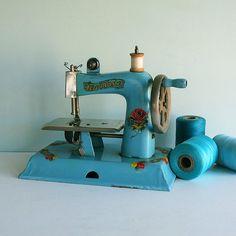 petite machine à coudre * tparty