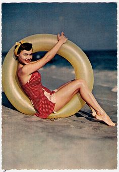 Complete and total vintage pinup-gal-at-the-beach perfection! #polka_dots #hair #pinup #vintage #summer #beach #1950s