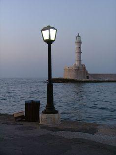 Anocheciendo en el puerto de Chania, Creta.